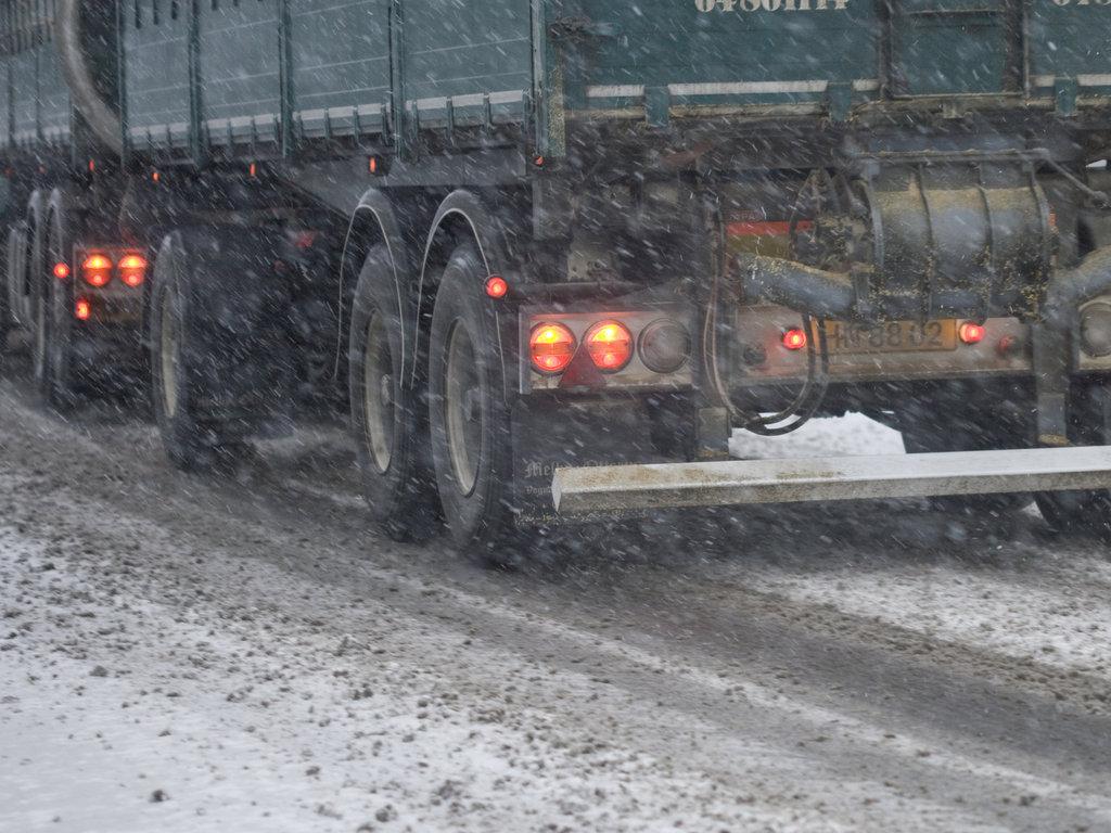 Nå må tunge kjøretøyer ha vinterdekk på alle hjul (unntak for visse dimensjoner)